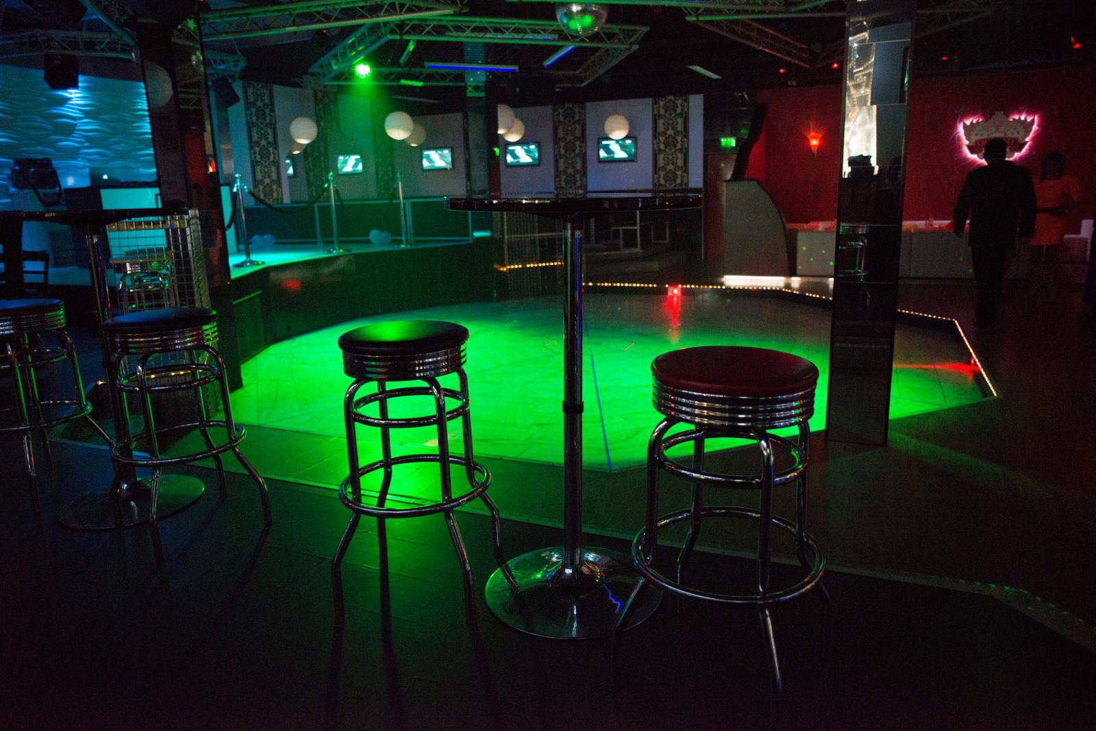 3D Wandpaneele - Referenzen - Elis Club & Lounge - Deckenpaneele - 3D Tapeten - Wandverkleidung