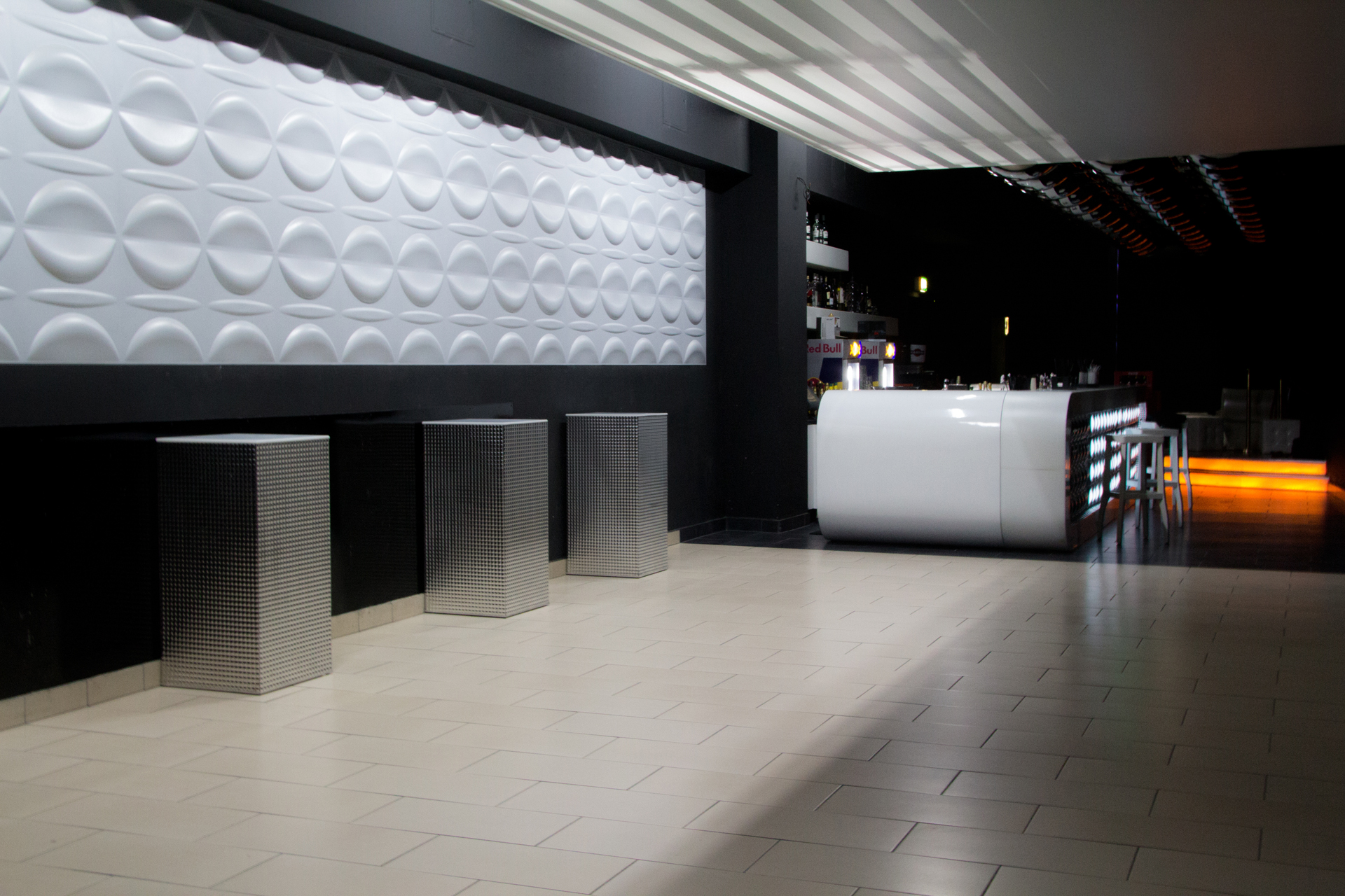 3D Wandpaneele - Referenzen - Phoenix Club - Adel - Deckenpaneele - 3D Tapeten - Wandverkleidung - Verblender