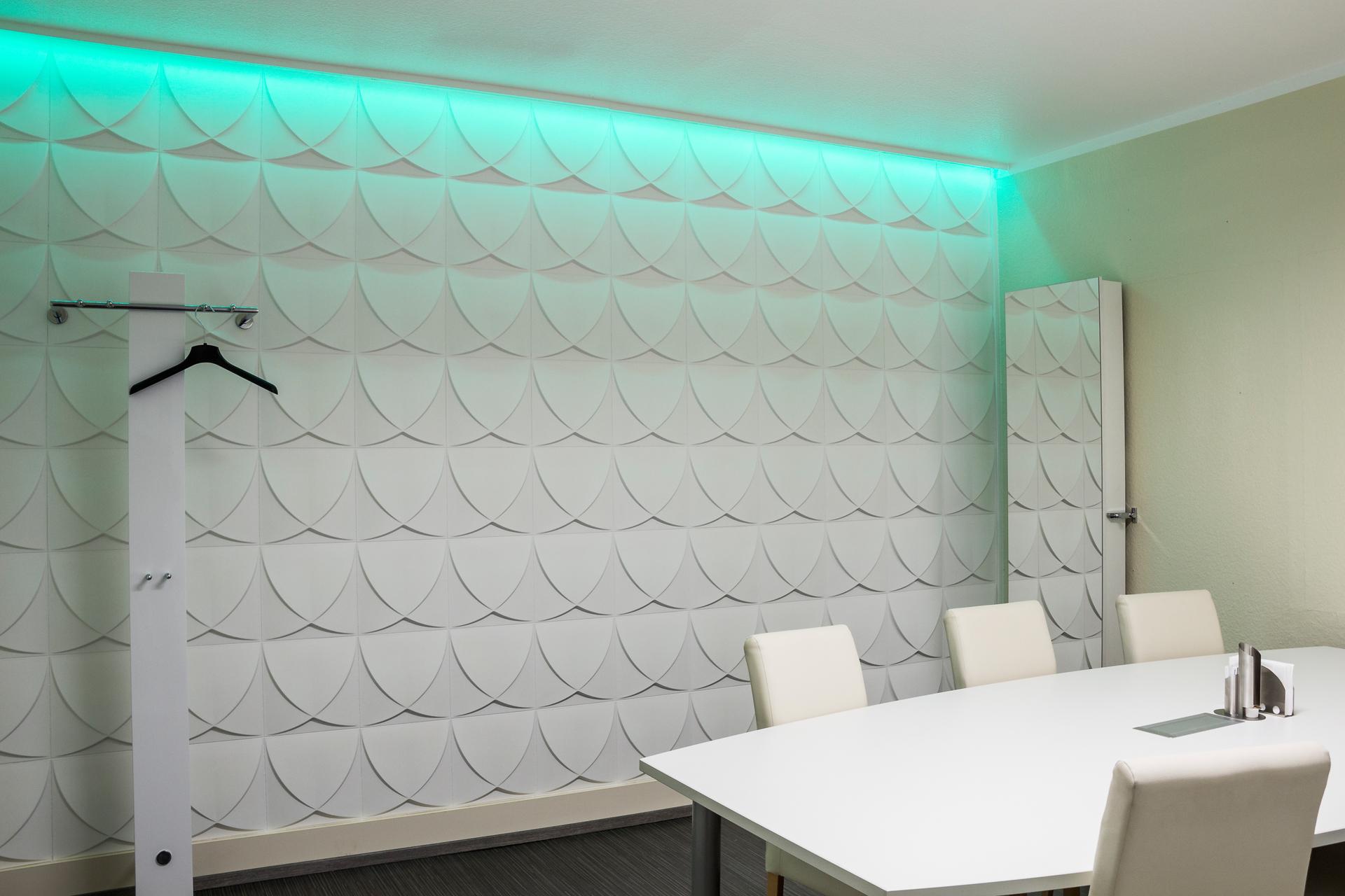 3D Wandpaneele - Referenzen - Besprechungsraum - Deckenpaneele - 3D Tapeten - Wandverkleidung - Verblender